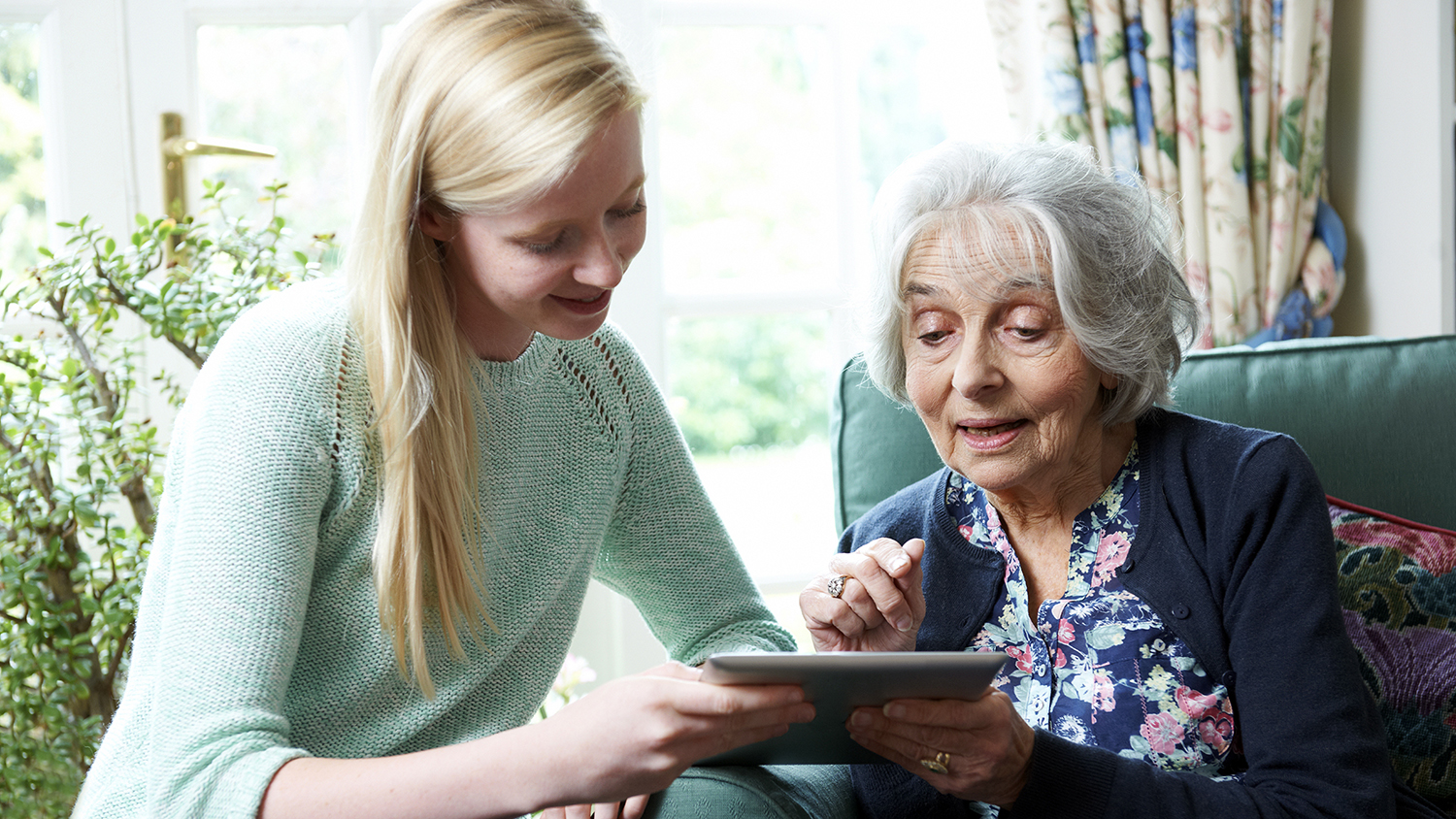 featured image for UMaine Student Volunteer Scribes Needed for People Living with Dementia