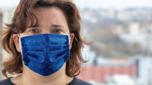 Woman wearing a cloth facemask.